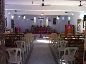 Kun tulimme kirkkoon, se oli tyhjä. Jumiksen alkaessa paikalla oli viisi, päättyessä 50 osallistujaa